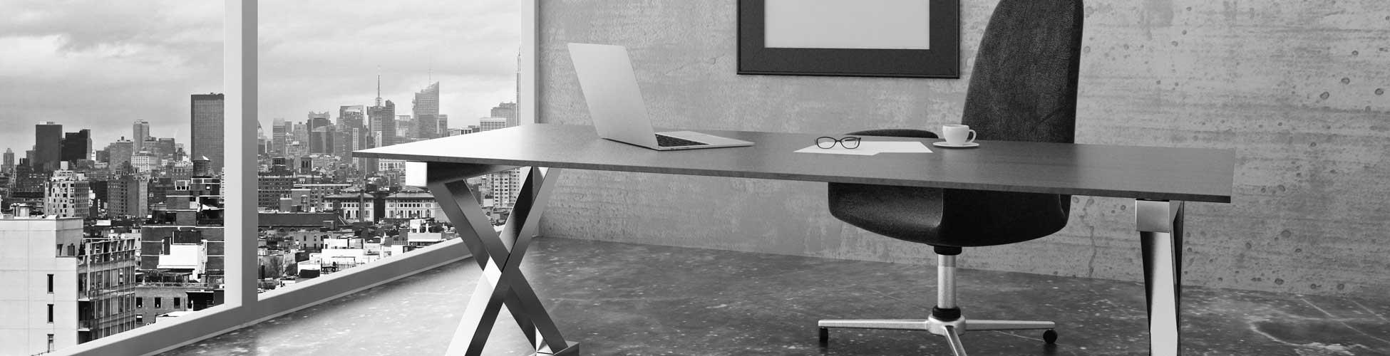 Bild eines Büros mit leerem Stuhl